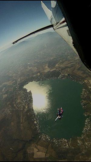 English: Skydiving Tequesquitengo Español: Par...