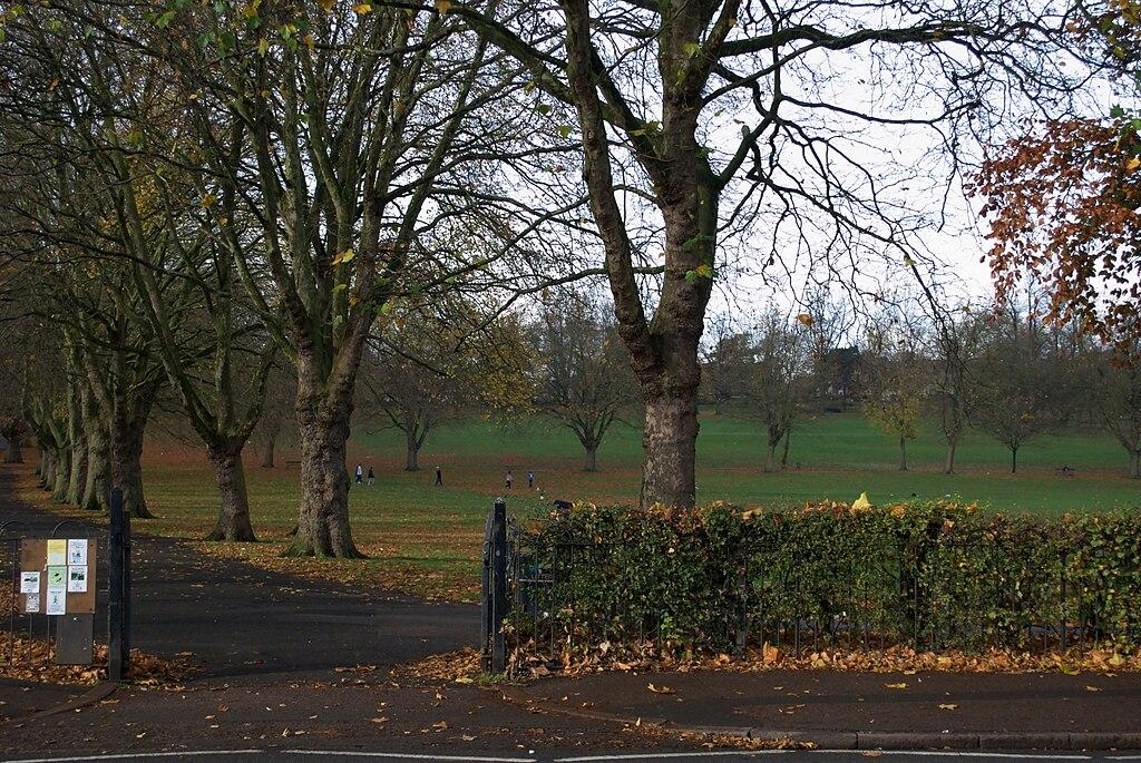 Wejście do parku od strony Park Road