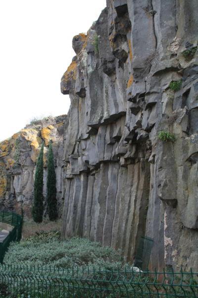 Saint-Thibéry (Hérault) - orgues basaltiques (ancienne coulée de lave).
