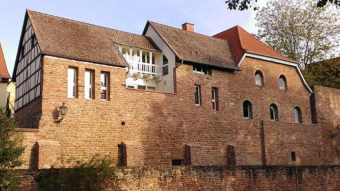 Stadtmauerhaus, ehemal. luth. Kirche.jpg