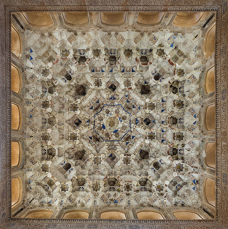 File stucco ceiling patio de los leones alhambra for Plafond en stucco