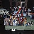 Surinaamse onafhankelijkheid feestende Surinamers op vrachtauto, Bestanddeelnr 254-9798.jpg