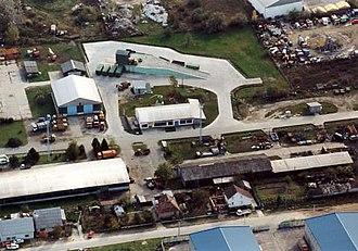 Szigetszentmiklós - Image: Szigetszentmiklós gyár 3