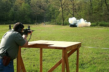 English: Tannerite exploding target