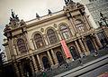 Teatro Municipal de São Paulo em dia de garoa.jpg