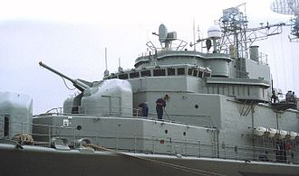 Tourville-class frigate - Close-up of the bow deck of Tourville; the 100 mm turret is clearly visible