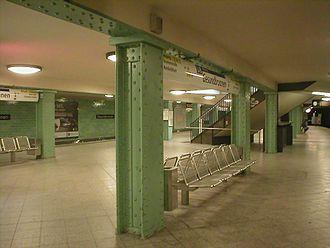Berlin-Gesundbrunnen station - U-Bahn platform