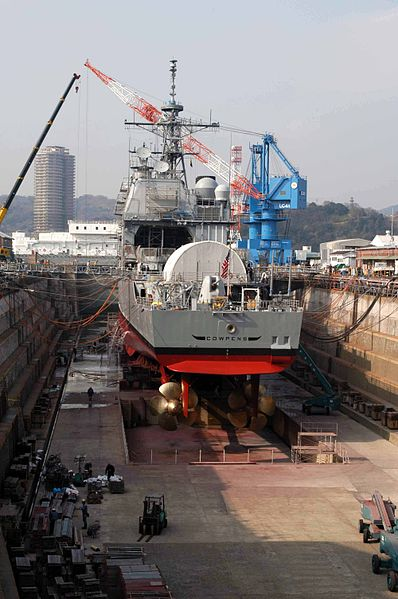 Fichier:US Navy 040316-N-2101W-013 The guided missile cruiser USS Cowpens (CG 63) at the completion of its Ships Repair Force (SRF) dry dock period in Yokosuka, Japan.jpg