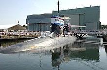 US Navy 080621-N-8467N-001 Antaŭ-komisiadaj Unit New Hampshire (SSN 778) sidas alligita al la moleo en generalo Dynamics Electric Boat-ŝipkonstruejmomentoj antaŭ ŝia baptoceremoniokomenced.jpg