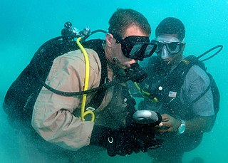 Buddy diving Practice of mutual monitoring and assistance between two divers