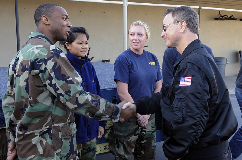 File:US Navy 101122-N-7883G-038 Actor Gary Sinise speaks with Sailors at the armory at Naval Special Warfare Center. Sinise spent the day touring vario.jpg