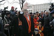 Wiktor Juszczenko pozdrawiający wyborców