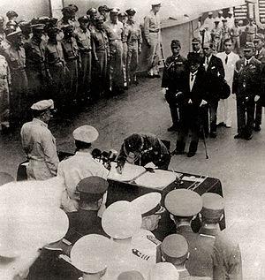 Yoshijirō Umezu - Another perspective of Gen. Umezu signing the instrument of surrender