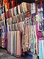 Un magasin de tissus à Hoi An (4411151036).jpg