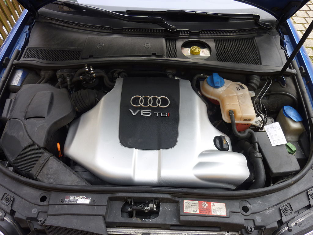 File Under The Hood Of A 2004 Audi 2 5 Tdi Quattro Avant Jpg