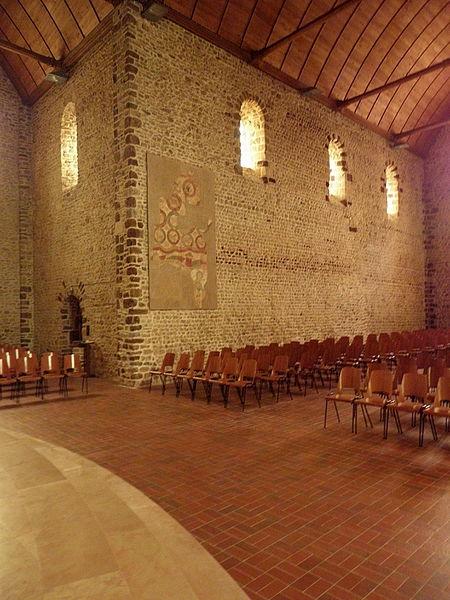 Intérieur de l'église Saint-Laurent de Vaiges (53). COstale sud de la nef.