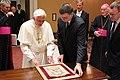 Valdis Dombrovskis Vatikānā tiekas ar pāvestu Benediktu XVI (7408300092).jpg