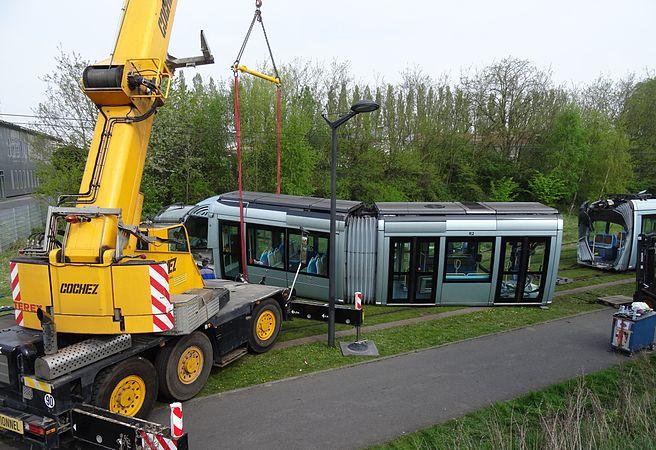 Valenciennes & Anzin - Déraillement de la rame de tramway n° 17 à la sortie du dépôt de Saint-Waast le 11 avril 2014 (004).JPG