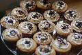 Vegan cupcakes (11514308035).jpg
