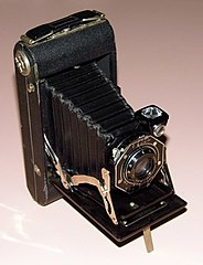 Vintage Kodak Junior Six-20 Series II Folding Film Camera (15869618824).jpg