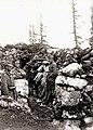 Vojaki 17. pehotnega polka v strelskih jarkih na Monte Chiesi (2).jpg