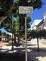 Vue de la place des Arts de Villefranche-sur-Saône et panneau en 2016.jpg