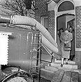 Watersnoodramp 1953. Koningin Juliana bezoekt Nieuw-Vossemeer, Bestanddeelnr 905-6108.jpg