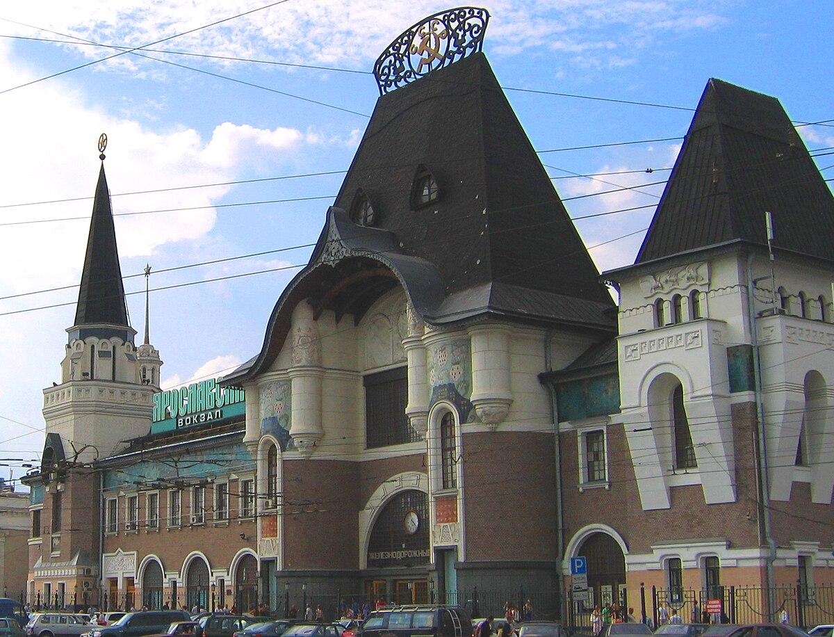 Yaroslavsky railway station - Komsomolskaya metro station: the way to the north 39