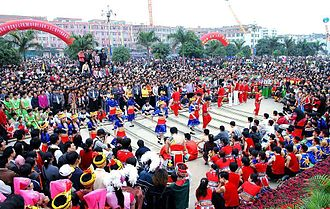 """Zhuang customs and culture - """"Sam Nyied Sam"""" celebrations: Zhuang pole dance"""