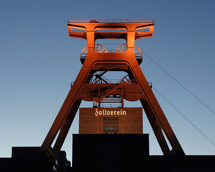 File:Zollverein Schacht 12.jpg