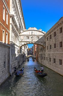 Гондольеры в Венеции.jpg