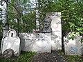 Могила Смолякова - центральная аллея между 1 и 3 секторами, слева, общий вид.jpg
