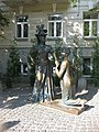 Пам'ятник персонажам п'єси М. Старицького «За двома зайцями» 001.JPG