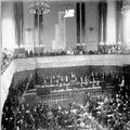 הקונגרס הציוני השני בבזל ( 1898 ) מבט על במת הנשיאות וחלקי האולם הרצל נואם את -PHG-1001316.png