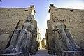 تمثال رمسيس الثانى - معبد الاقصر.jpg
