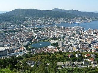 Bergen - Image: 08 08 01 Fløyen utsikt