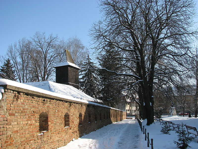 File:17th century wall in Hajdudorog.jpg
