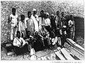 1898 Meyer Kilimanjaro Mannschaft 800px.jpg