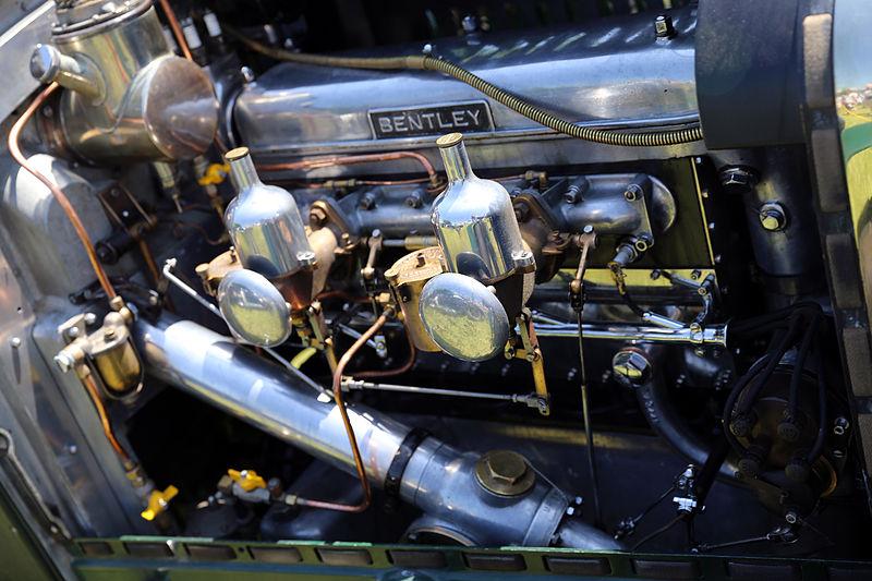 800px-1929_Bentley_4%C2%BD-litre_engine.