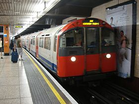 Rame 1973 stock à la station Hounslow West