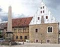 20040504550DR Buttstädt Rathaus und Obelisk.jpg