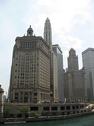 London Guarantee Building - Image: 20070530 360 North Michigan and 35 East Wacker