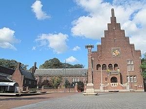 Waalwijk - Image: 2012 10 07 14.27 Waalwijk, gemeentehuis RM521817 foto 3