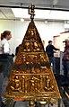 201209301550a Dolichenus Votivdreieck Victoriastatuette Lussonioum-Kömlöd 2.-3. Jh. Römermuseum Osterburken LG Ungarisches Nationalmuseum Budapest.jpg