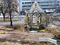 2013 Ausgrabung Alter St. Nikolai-Friedhof Nikolaikapelle Hannover, 62d, Fortführung Baggerarbeiten, Einebnung der Grabungsstelle, Blick vom 2. Stock Goseriede auf die Nikolai-Kapelle.jpg