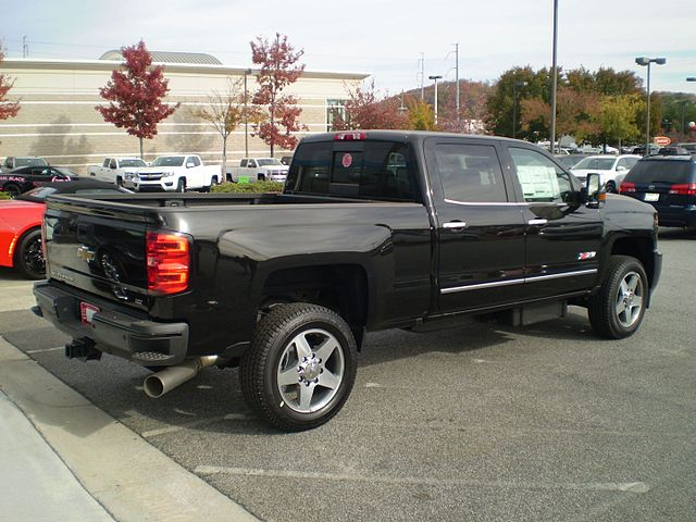 https://upload.wikimedia.org/wikipedia/commons/thumb/c/c7/2016_chevrolet_silverado_2500hd_ltz_z71_custom_sport_crew_short_reverse.jpg/640px-2016_chevrolet_silverado_2500hd_ltz_z71_custom_sport_crew_short_reverse.jpg
