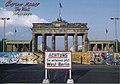 20170422 BrandenburgerTor u BerlinMaur (36087376496).jpg