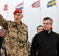 384017 Thomas de Maizière und Markus Kneip im Camp Marmal in Afghanistan 2011.jpg