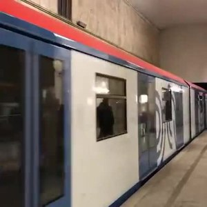 ファイル:81-765 Moscow train arrives to Avtozavodskaya station.webm