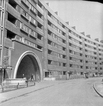 Queenie's Castle - The Quarry Hill flats were the setting for Queenie's Castle